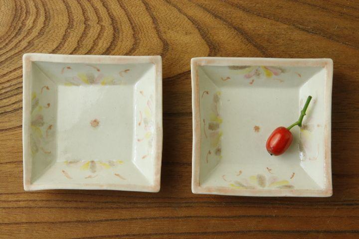 画像1: よしのちはる「菊紋 四角小皿」【アソート作品】