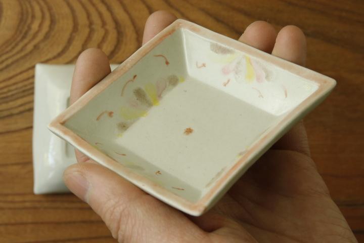 画像3: よしのちはる「菊紋 四角小皿」【アソート作品】